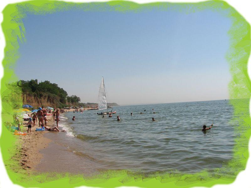 Парус на пляже